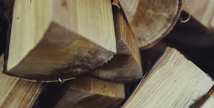Jak zmierzyć wilgotność drewna?