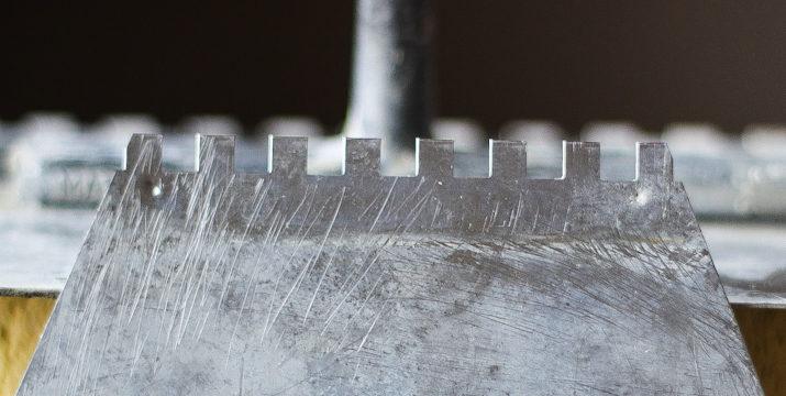 Narzędzia do glazury – zestaw 15 pozycji niezbędnych przy układaniu płytek