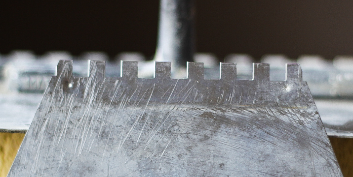 Narzędzia do glazury - zestaw 15 pozycji niezbędnych przy układaniu płytek