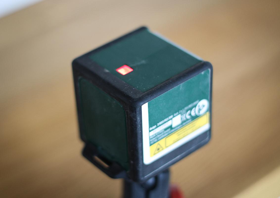 Laser krzyżowy - automatyczna niwelacja
